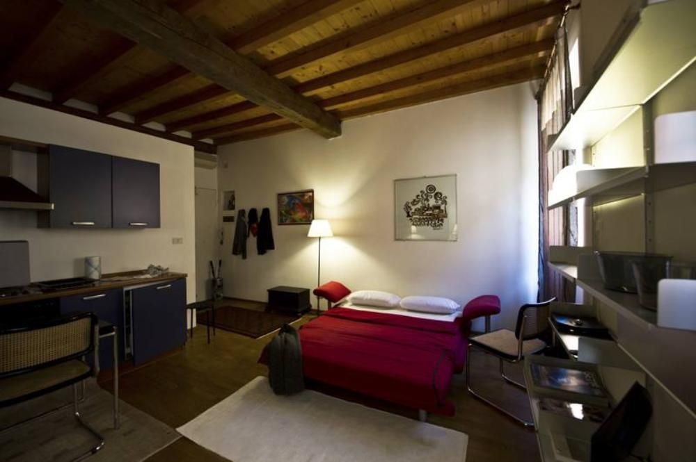 Cheap accommodation Bologna, 40 square meters, recommended by travellers !