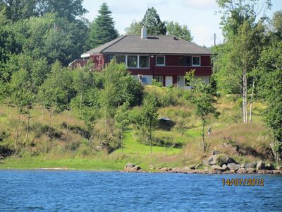 Beautifully situated large house with direct access to the lake, 300 m to the fjord
