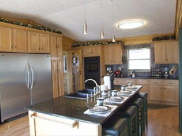 kitchen (granite counters, maple cabinets, pro appliances).