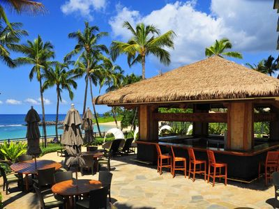 Barefoot beach bar, now with live local Hawaiian music one night each week.
