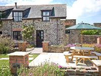 GREENFINCH, pet friendly, with a garden in Bradworthy, Ref 18570