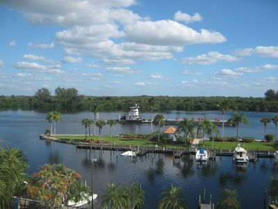 Sail along the Caloosahatchee River