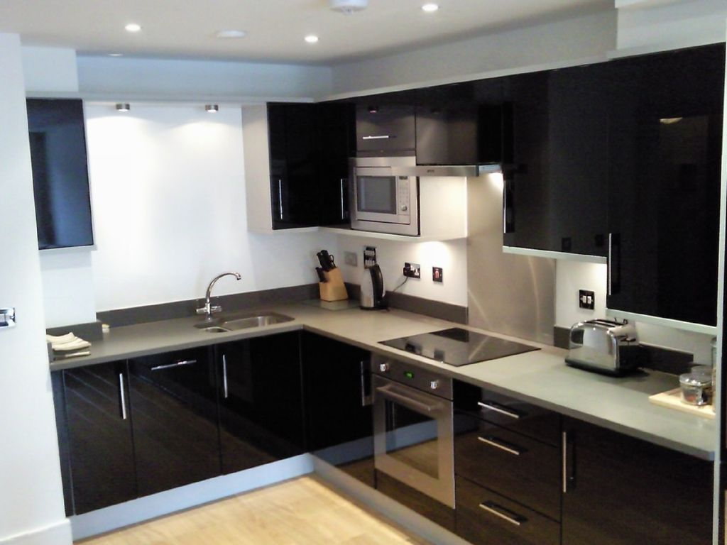 Affordable luxury apartment close to homeaway maida vale for Cheap luxury kitchens