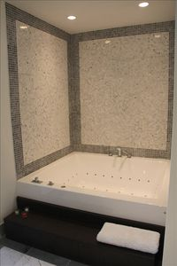 Brickell apartment rental - Master bathroom jacuzzi