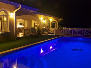 Curacao villa photo - Swimming pool and Villa Serenity by night
