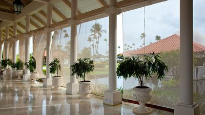 LOBBY ACCESS TO THE GRAN MELIA HOTEL'S FACILITIES