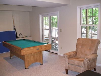 game room..tv/ping pong and pool