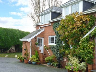 DUCK COTTAGE AT OLD MILL HOUSE, romantic in Clyst St Mary, Ref 917188