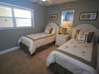 New Smyrna Beach condo photo - Twin beds in the guest room