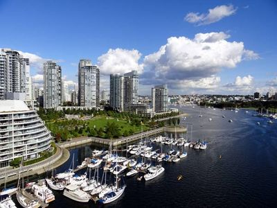 3 Bedroom Apartment in the Heart of Vancouver
