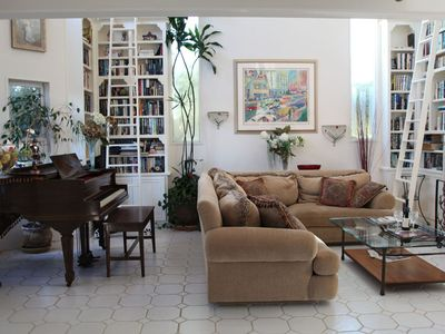 Solana Beach house rental - Living room with piano, library, and fireplace