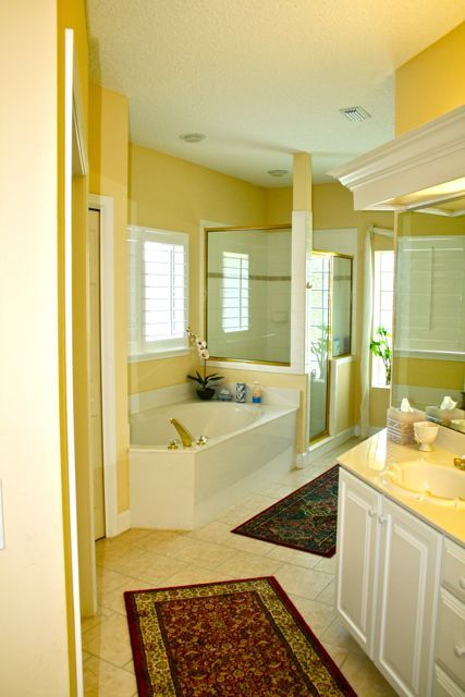 Master bath with 2 sinks,garden tub,shower and compartment toilet