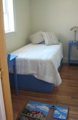 Wiscasset cottage photo - 2nd Small Bedroom with twin bed.