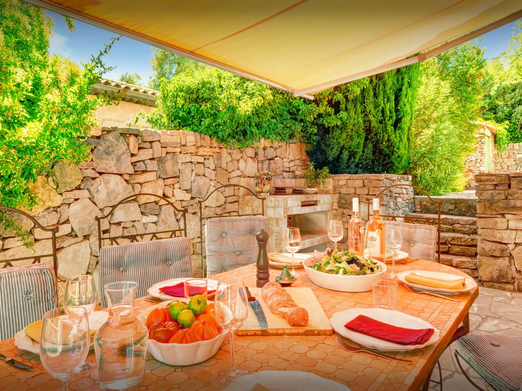 Enjoy village life, great views and a sunny private pool - OVO Network
