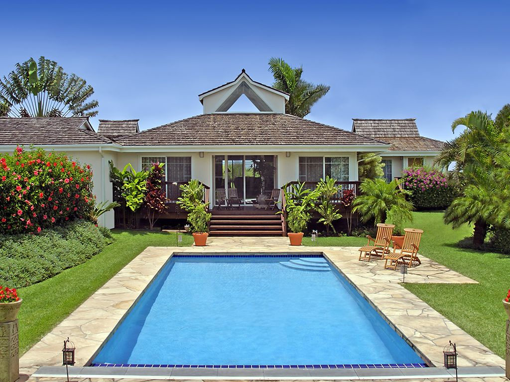 Hale mauka makai private luxurious dream home with - Houses in england with swimming pools ...
