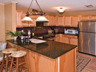 Fernandina Beach condo photo - Kitchen and bar