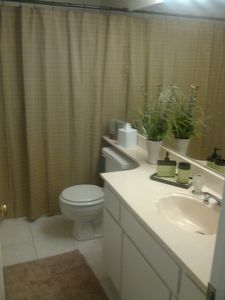 Palm Springs condo rental - Guest Bathroom