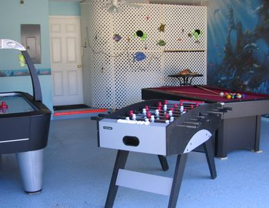 HOCKEY/FOOSBALL/POOL TABLE IN GAME ROOM