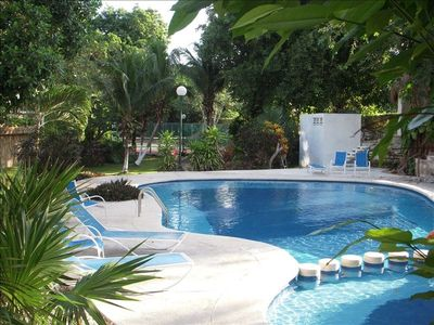 Shared pool and tennis 25 steps from Casa Susana Patio