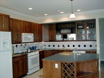 Silver Star Mountain house rental - Well equipped kitchen with room for everyone to help.