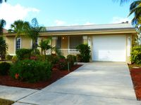 Prime location! Family/pet friendly, private pool, lanai, dock, boat lift &more.