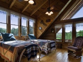 Wears Valley cabin photo - Open Loft Area
