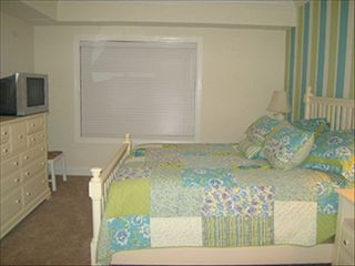 Belmont Towers Ocean City condo photo - Queen with attached Bath