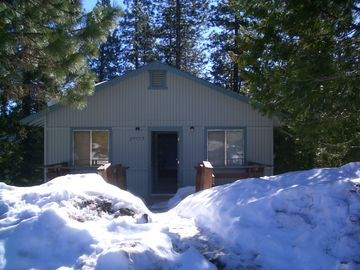 Pinecrest cabin rental - Front of house, winter