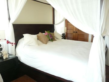 Four Poster Bedroom with French Doors and Balcony Access 2