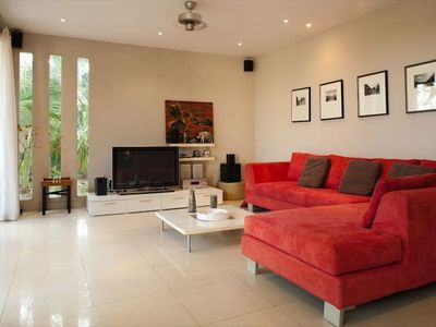 Spacious living area with Plasma cable TV