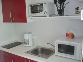 Orient Bay studio photo - Kitchenette with everything needed for cooking.