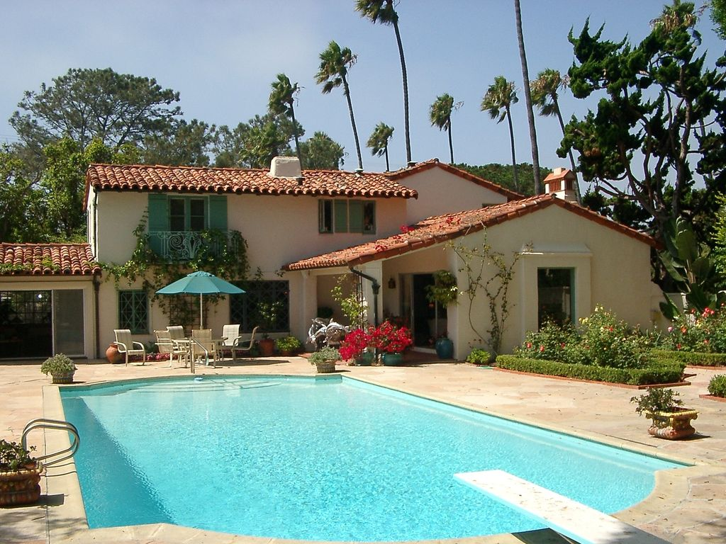 Spanish style villa pool walk to beach a vrbo for Garden pool house