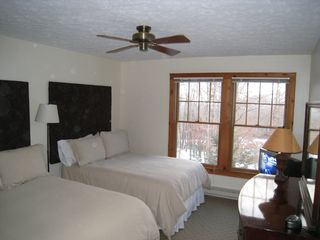 Tannersville townhome photo - Large Bedroom, 2 Full size beds with 32' Hi Def TV with Blu Ray