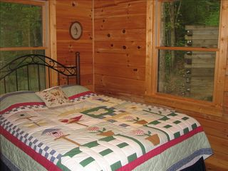 Cherry Log cabin photo - Queen in the guest room