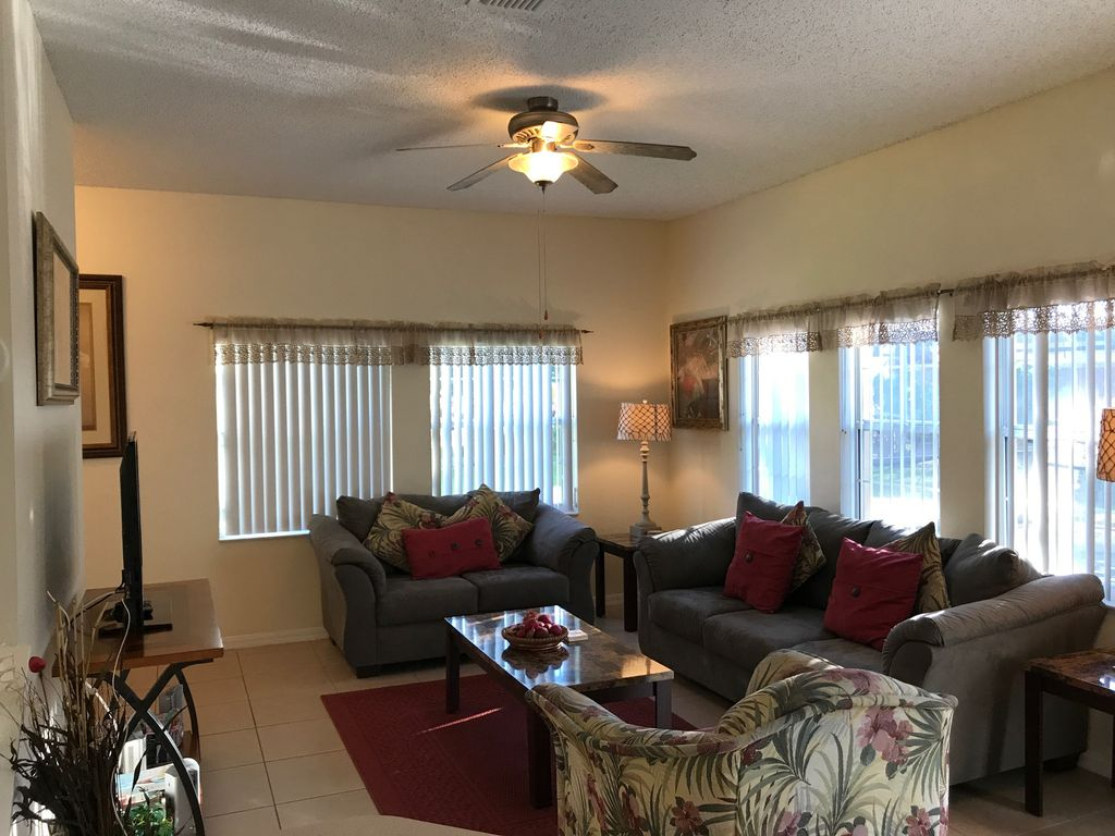 Relaxing Florida Style Villa with Private Pool 4 BR.    Minutes From Disney!!!
