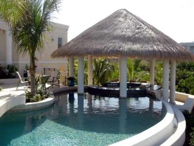 Providenciales - Provo villa rental - ...leading up to a swim-up bar, with bar stools just below the water's surface!