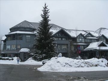Glacier Lodge located in cul-de-sac beside Chateau Whistler and Club Intrawest.