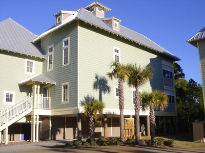 Beautifully appointed and well equipped townhome free WiFi, pool, unspoiled beac
