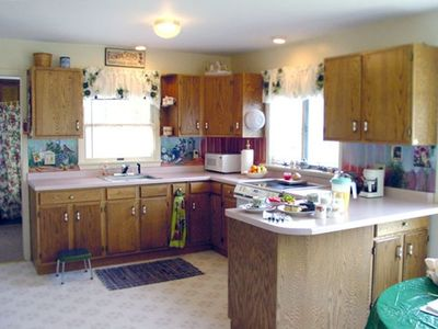 Fully Furnished Kitchen at 8 Mile Lodge