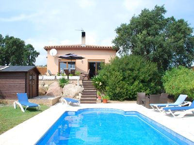Spacious, comfortable villa with a very standard interior and private pool
