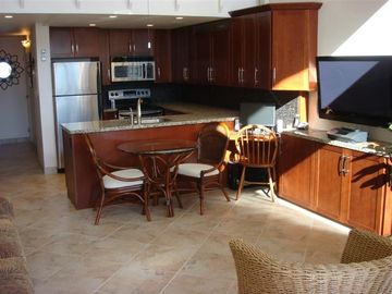 Maalaea condo rental - Main Living Area-42 inch Plasma TV for Kids