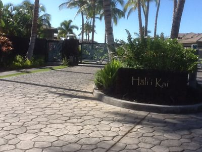 You will want to return often to the gated oceanfront community of Hali'i Kai.