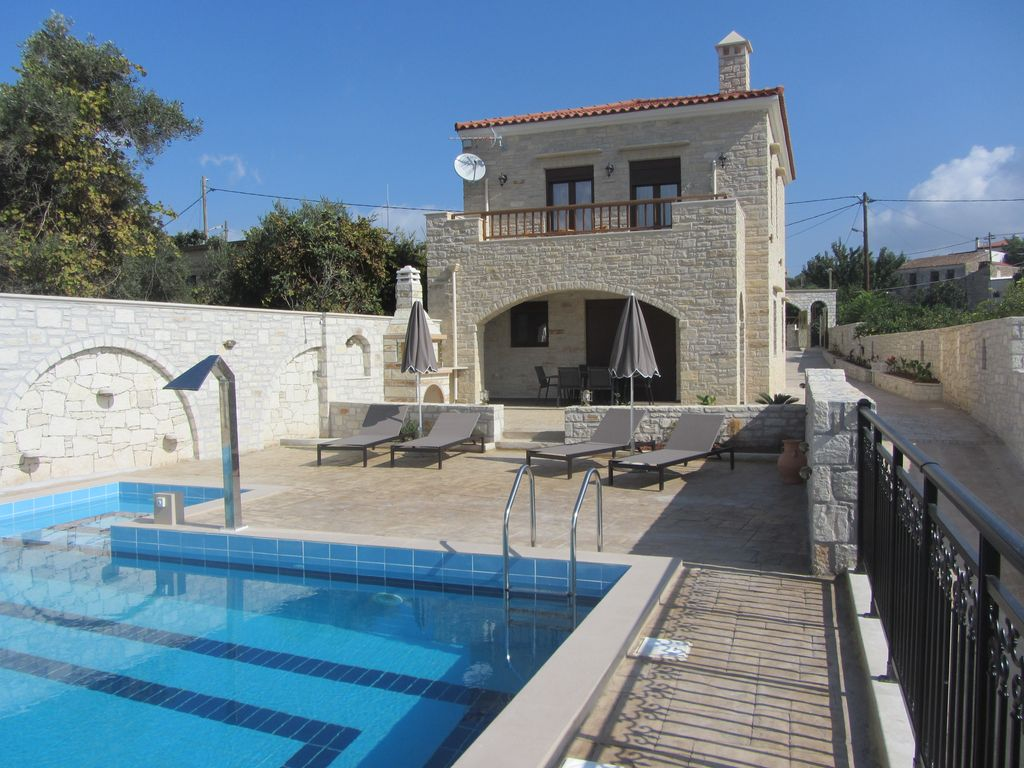 Cheap accommodation, 140 square meters, with pool
