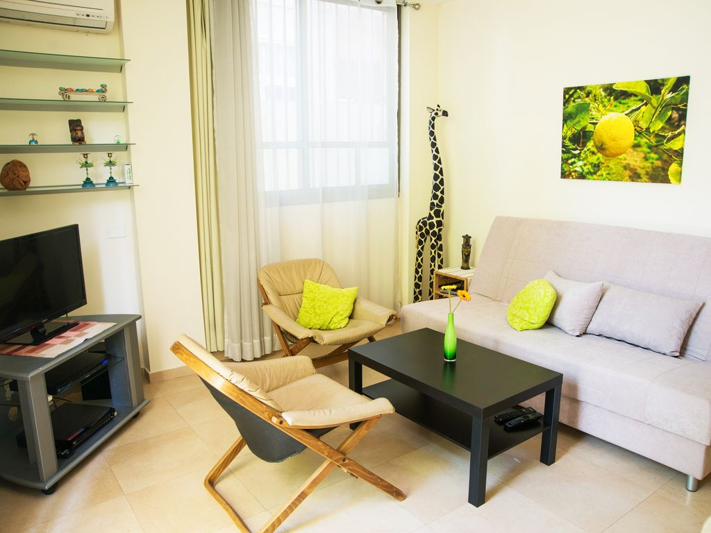 A Charming 2 Br With Garden At The Heart Of Tel Aviv