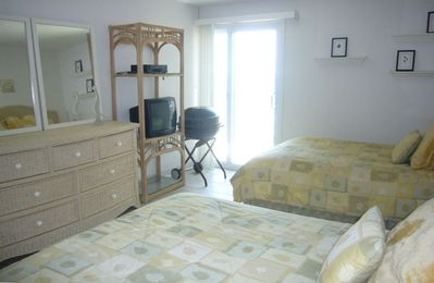 1st Bedroom 2 Queen Beds with OCEAN VIEW with private BALCONY /BATH
