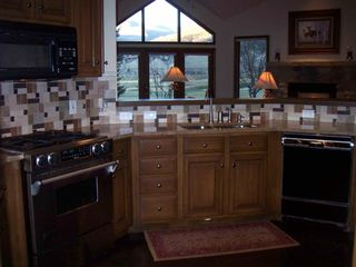 Beaver Creek house photo - Fully stocked granite kitchen with Jenn-Air professional gas range.