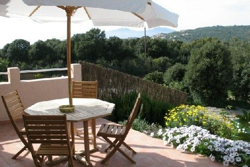 Independent apartment in villa, 400m from the beach.