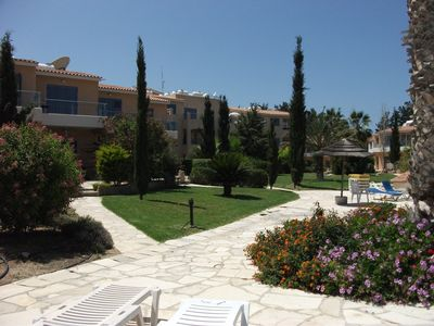 Townhouse in beautiful Paradise Gardens 3, kato paphos with communal pool