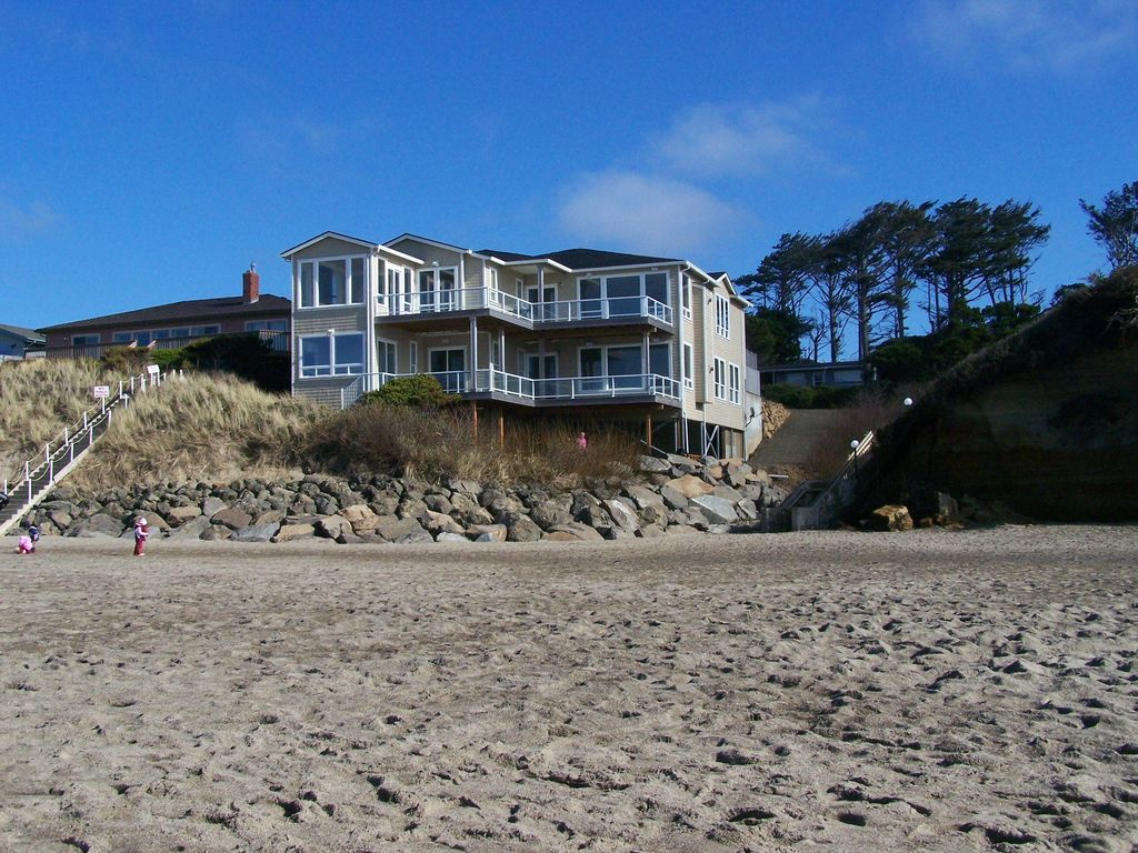 Beach Rental Houses On The Beach In Lincoln City Oregon