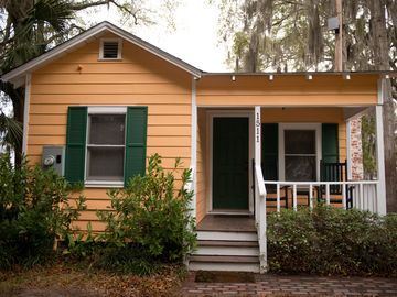 Beaufort cottage rental - Front of the cottage with parallel parking right in front of house